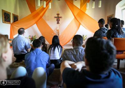 A terem a Taizei díszítéssel otthon ad Taize lelkiségének