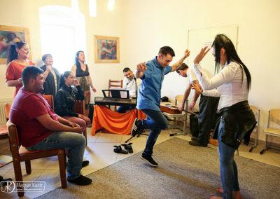 Spontán táncban tör ki az öröm