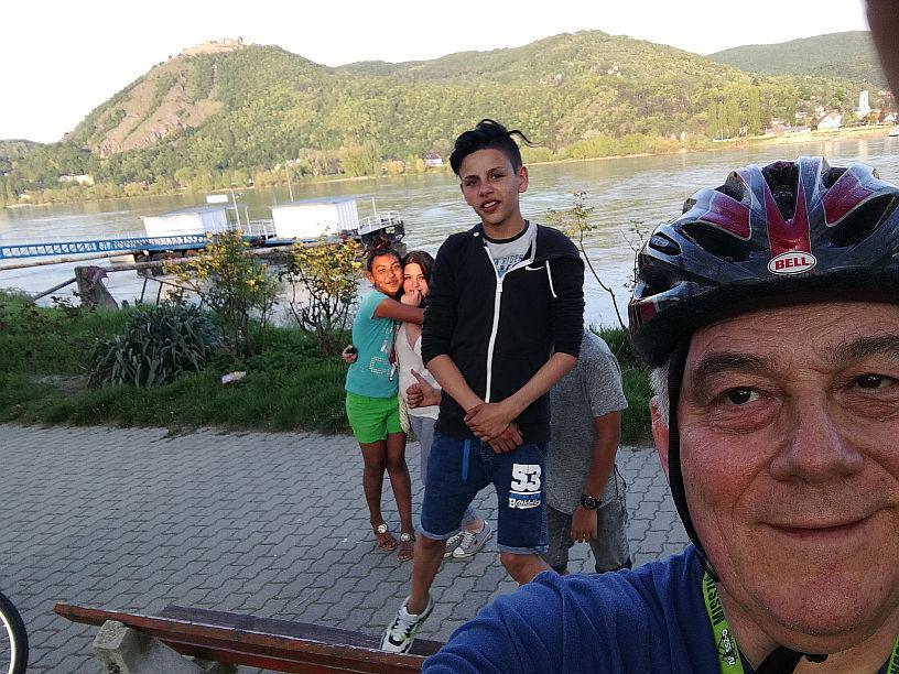 Bobbal a hegyen, kerékpárral a Balaton körül, ministránsok Szátokról