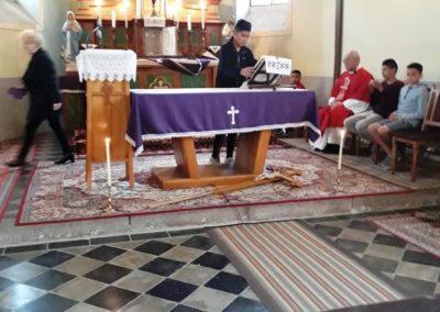 Előkészítik az oltárt
